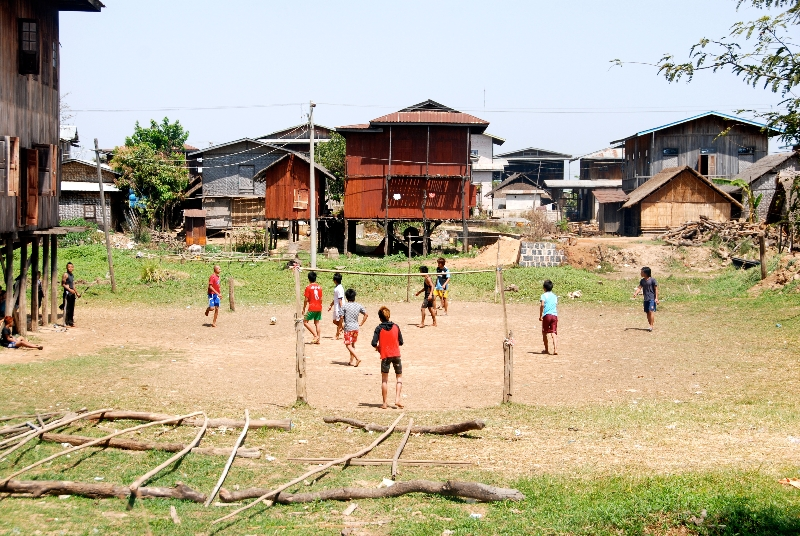 inle_20120307_085